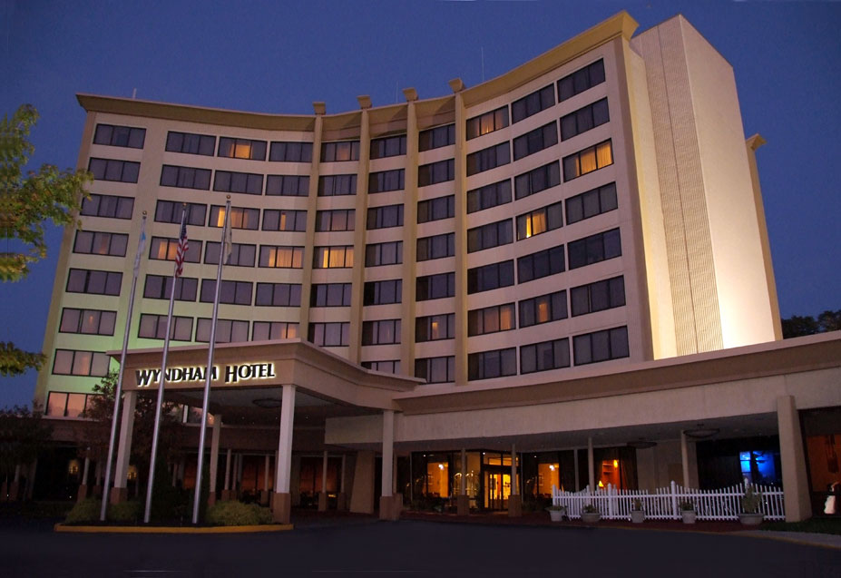 Photo Caption Frontal View Of Wyndham Hotel In Philadelphia